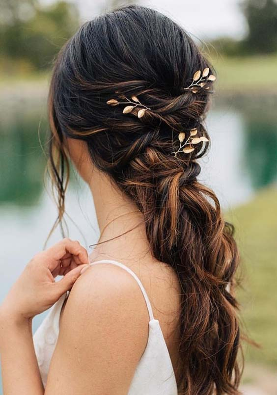 15 Romantic Wedding Hairstyles for Long Hair in 2018