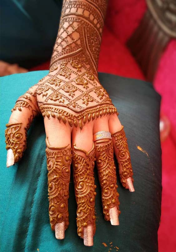 Fantastic Mehndi Arts to Follow in Year 2019