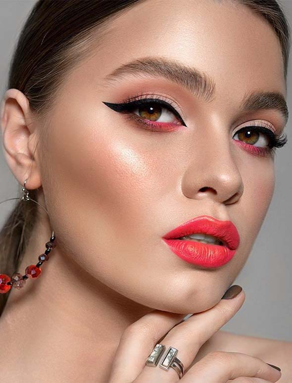 Perfect Lipstick & Eye Makeup Ideas to Try in 2019