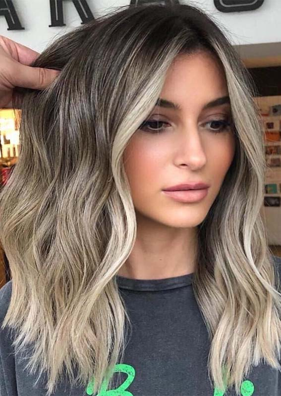 Eye-catching Blonde Shades with Dark Roots in 2019