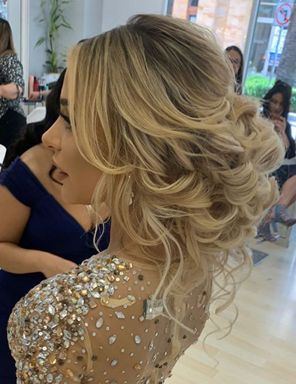 Gorgeous Wedding Messy Updos to Try on Special Occasions in 2020