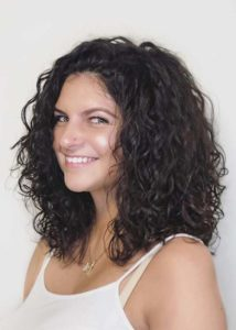 Amaing Medium Length Curly Haircuts for Women in 2021