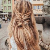 38 Perfect Hairstyles for Summer Travels & Vacations in 2021
