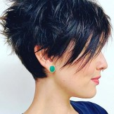 42 Best Short Razor Haircuts for Women in 2021