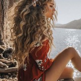 Inspirational Long Curls for Women in 2021